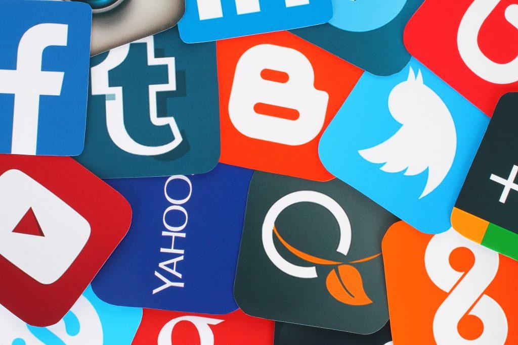 ネット、SNS(line・twitter・facebook)などによるいじめと名誉毀損について
